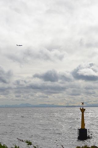 灯台と飛行機