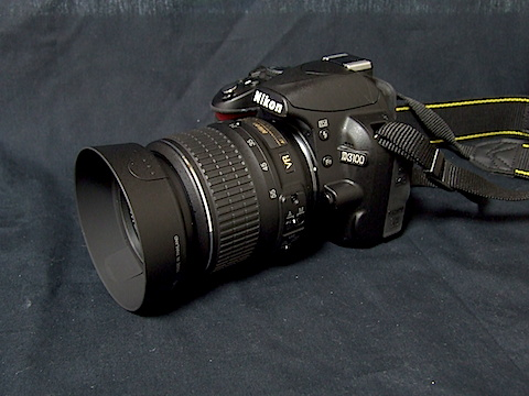 レンズフード装着カメラ全景