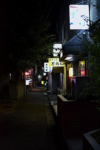 路地裏夜景