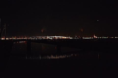 海中電柱18