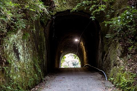 燈籠坂大師の切り通しトンネル02