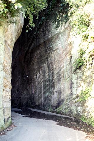 燈籠坂大師の切り通しトンネル17