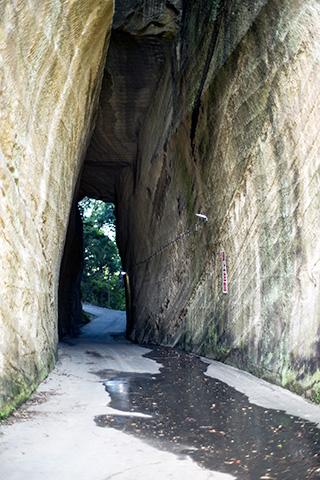 燈籠坂大師の切り通しトンネル18