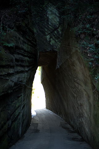 燈籠坂大師の切り通しトンネル32
