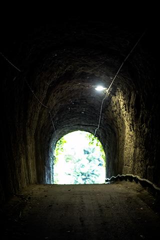 燈籠坂大師の切り通しトンネル35