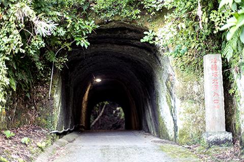 燈籠坂大師の切り通しトンネル36