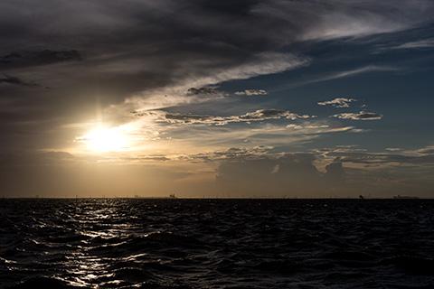 金田黒い海12