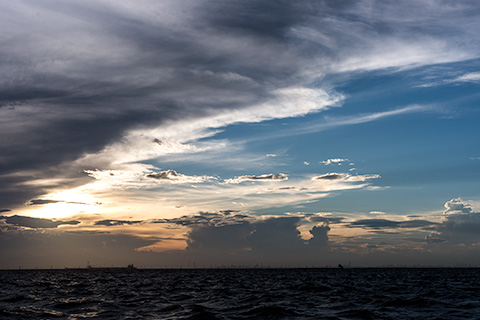 金田黒い海17